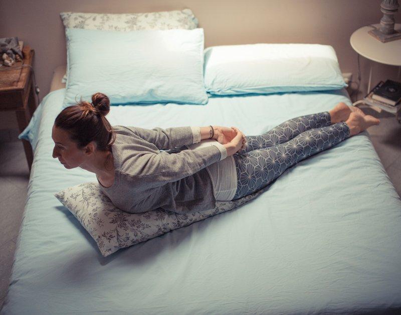 Salabhasana - posizione della locusta - Atma Yoga
