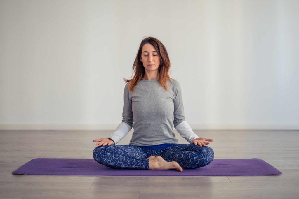 posizione-yoga-sukhasana