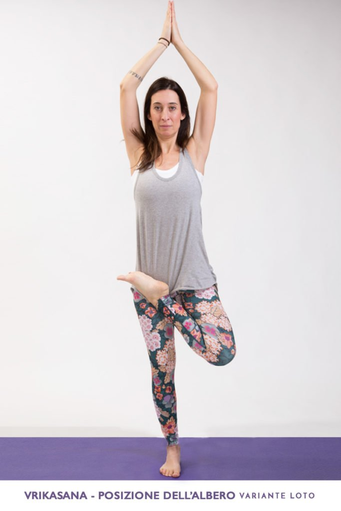 vrikasana-yoga-posizione-ALBERO variante-loto