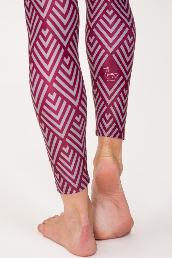 Leggings colorato per praticare yoga in poliestere stampato con fantasia geometrica made in italy