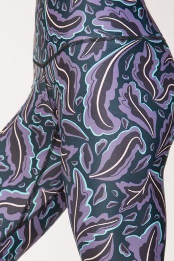 Leggings colorato per praticare yoga in poliestere stampato con fantasia foglia made in italy