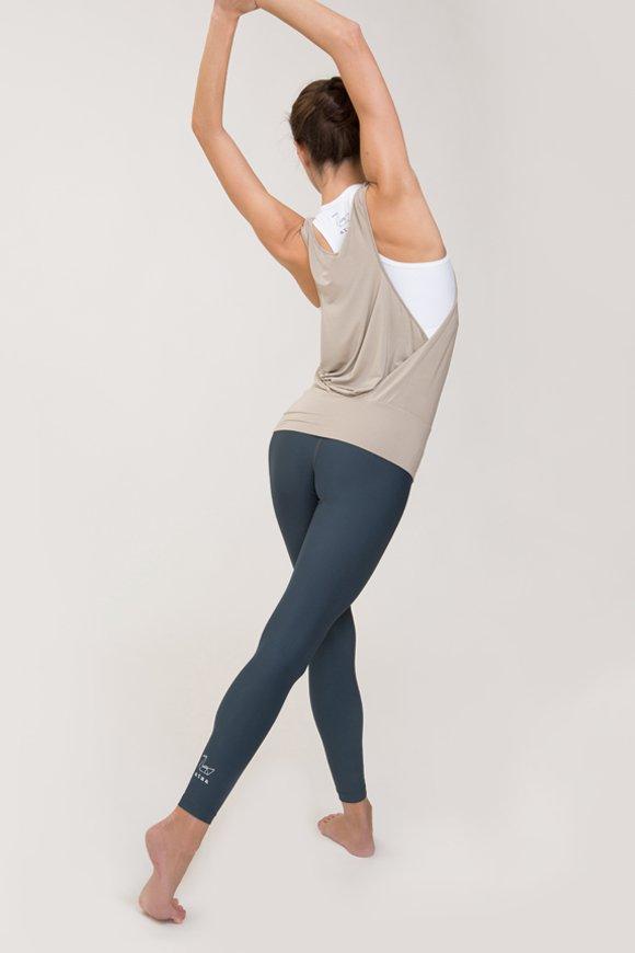 canotta karma abbigliamento yoga donna made in Italy colore sabbia