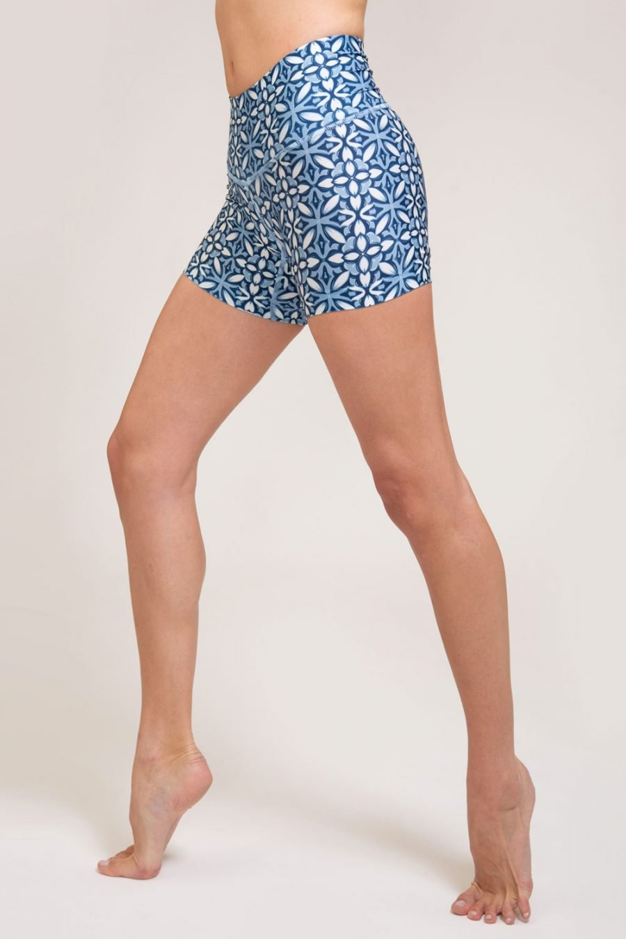 short mosaico abbigliamento yoga donna made in Italy colore blu
