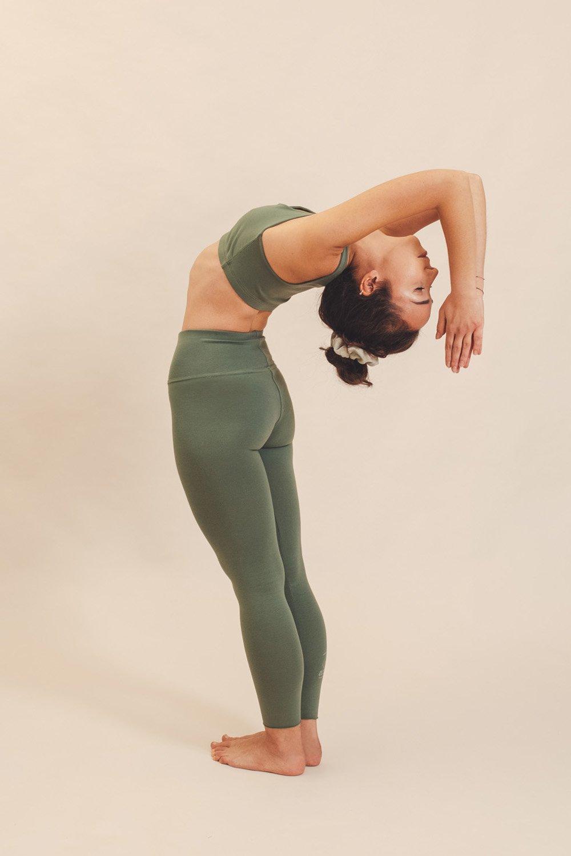 abbigliamento yoga consapevole made in italy atma feed your soul cotton canotta mantra leggings vira colore aloe